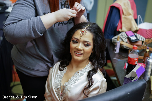Phenomenal indian bride getting her tikka on.