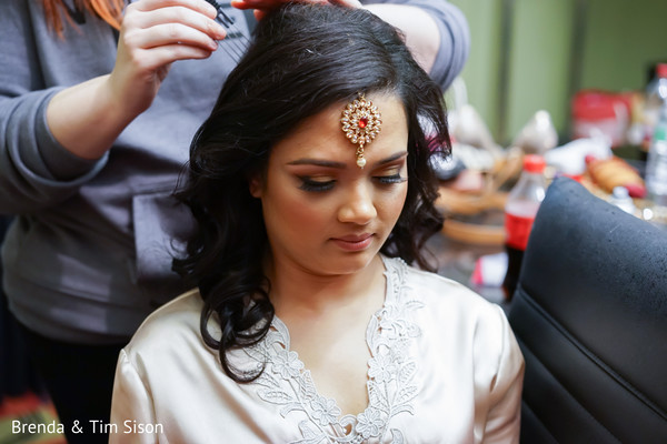 See this enchanting Indian bride getting her hair done.