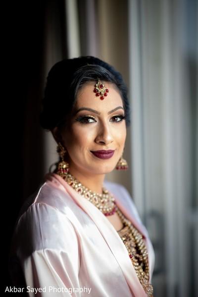 Enchanting Indian bride on her ceremony makeup.