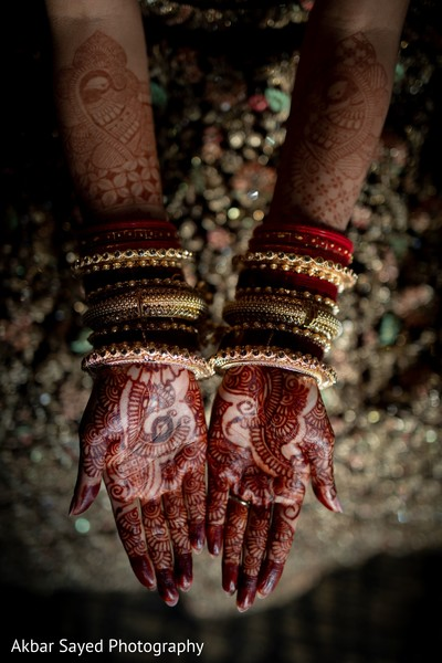 Marvelous Indian bridal mehndi art.