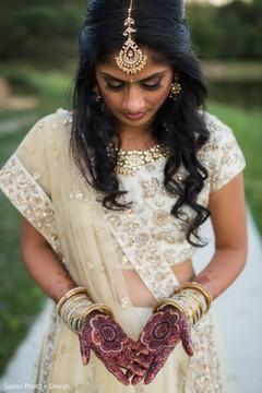 Lovely Indian wedding mehndi art.
