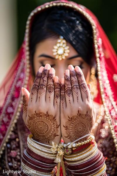 Inspiring Indian bridal henna art.