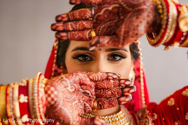 Incredible Indian bridal eyes makeup.
