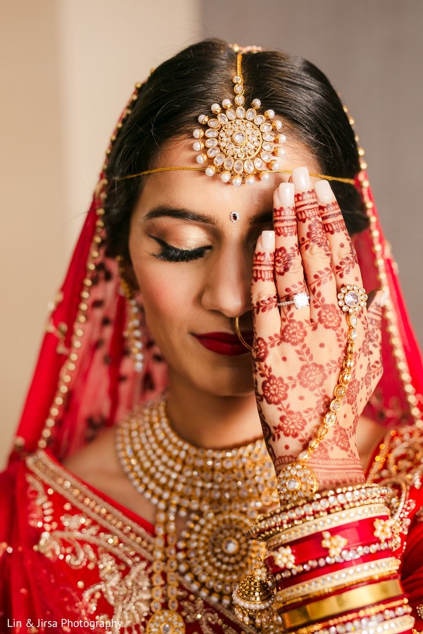 Incredible Indian bridal ceremony look.