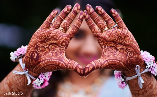 Stunning bridal mehndi art.