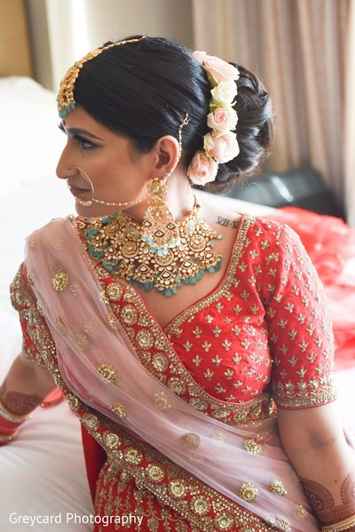 Incredible Indian bridal hair and jewelry style.
