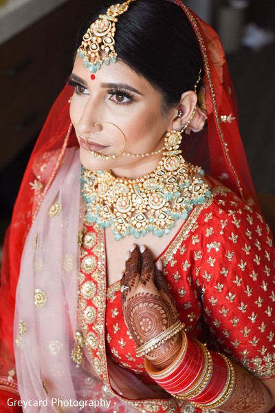 Enchanting Indian bridal ceremony look.