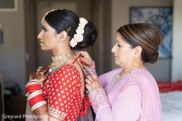 Maharani putting on her Polki necklace choker.