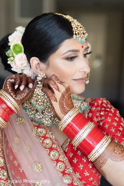 Maharani putting on her earrings capture.