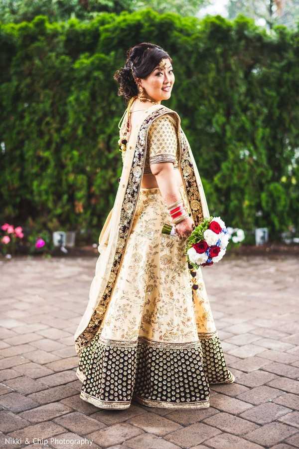 Incredible Indian bride on her ceremony outfit.