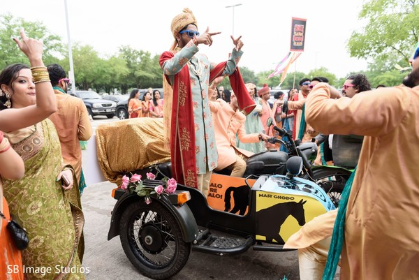 Sensational indian groom's baraat celebration