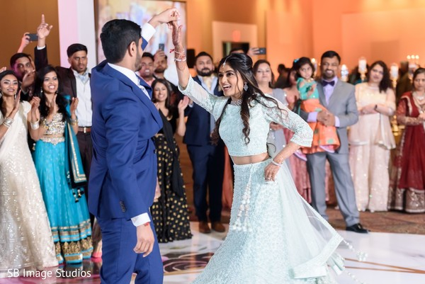 Phenomenal Indian bride and groom's dance.