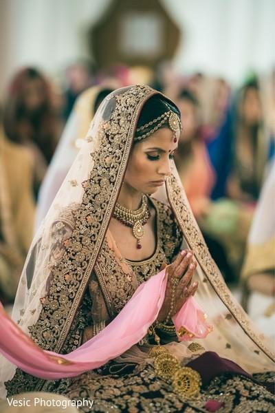 Impressive maharani's ceremony look.