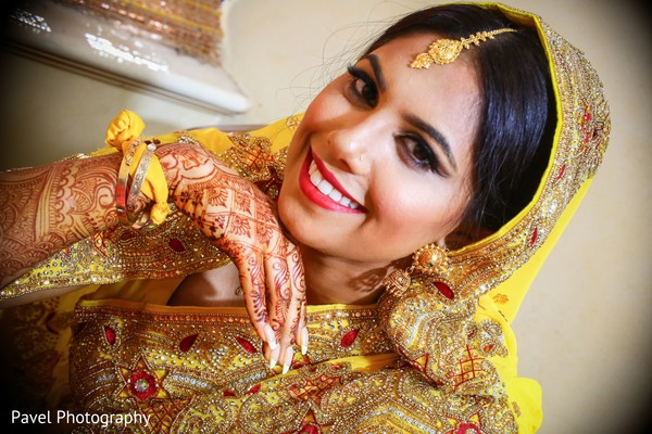 Enchanting Indian bridal ceremony look.