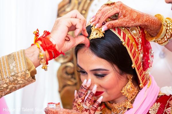 Red mark on maharani's forehead sign of a married women.