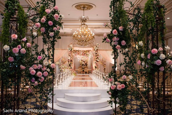 Dreamful Indian wedding ceremony roses decorations.