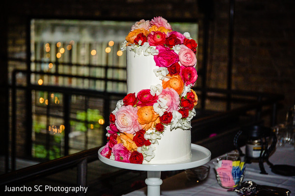 Take a look at this magnificently decorated cake.