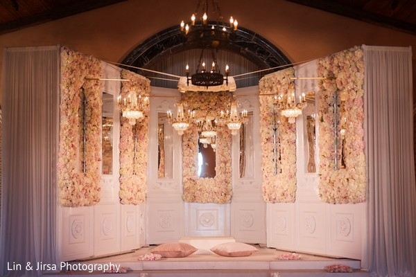 See this gorgeous decor