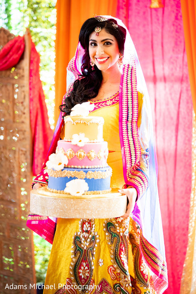 Dazzling Indian bride bringing the cake.