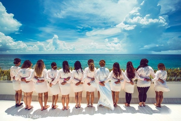 Take a look at this wonderful photo of the bridesmaids and bride.