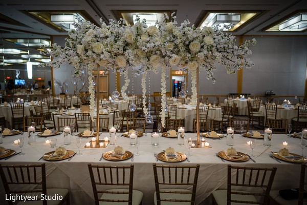White and majestic centerpieces.