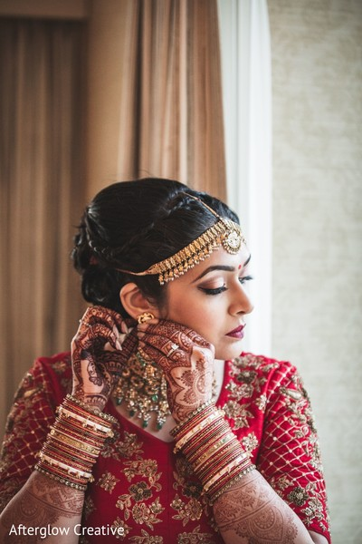 Impressive Indian bridal ceremony jewelry fashion.