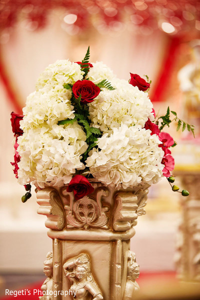 Take a look at this beautiful flower decoration.