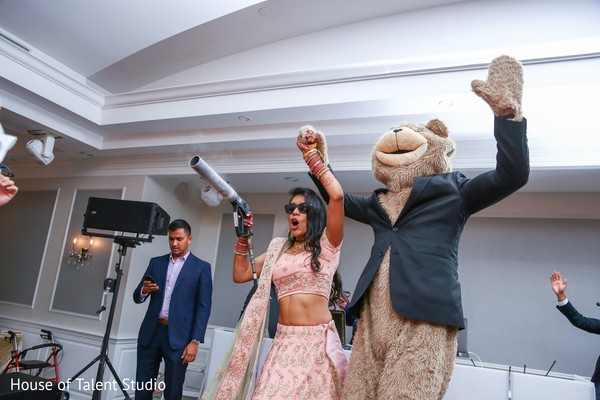 See this amazing indian bride capture at her reception party