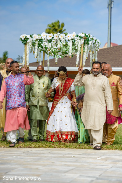 Impressive indian bride's doli entrance
