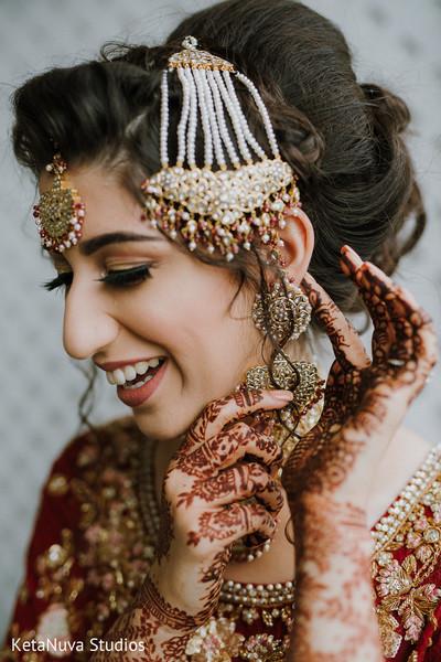 Beyond beautiful Indian bride.
