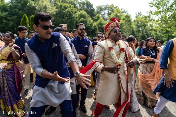 Sensational indian groom's baraat celebration