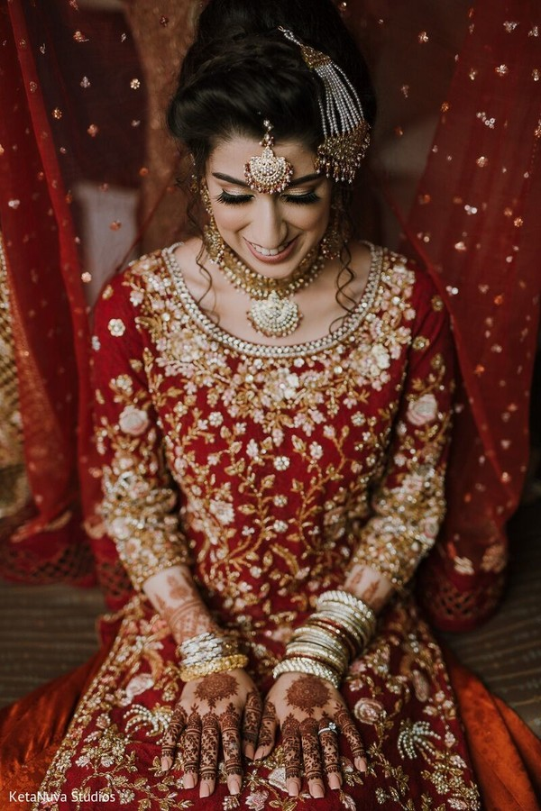 Gorgeous Indian bride ready for the ceremony.