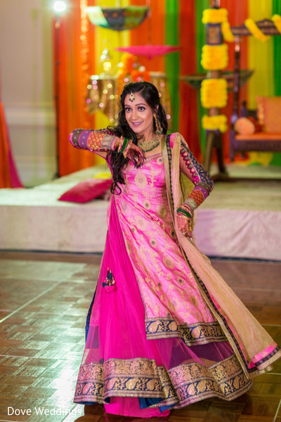 Lovely Maharani dancing at the sangeet.