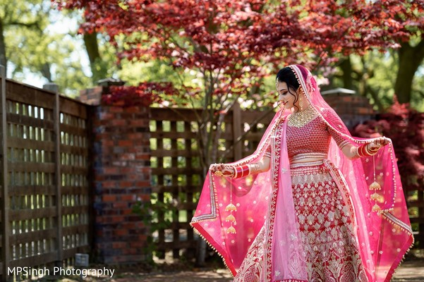 Indian bride wearing the lengha.