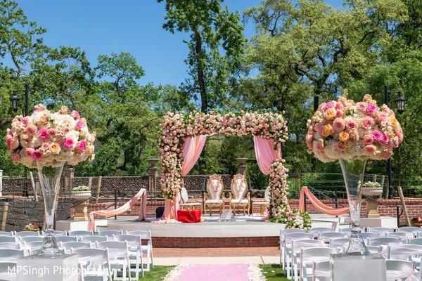 See this dazzling venue decor.