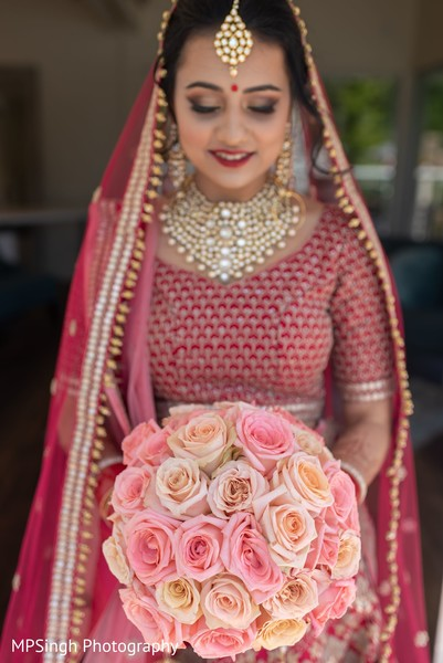 Indian bride posing with the bouquet.