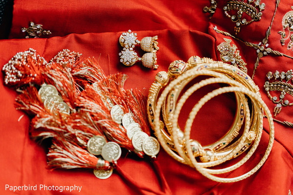 Incredible capture of Indian bridal ceremony jewelry.