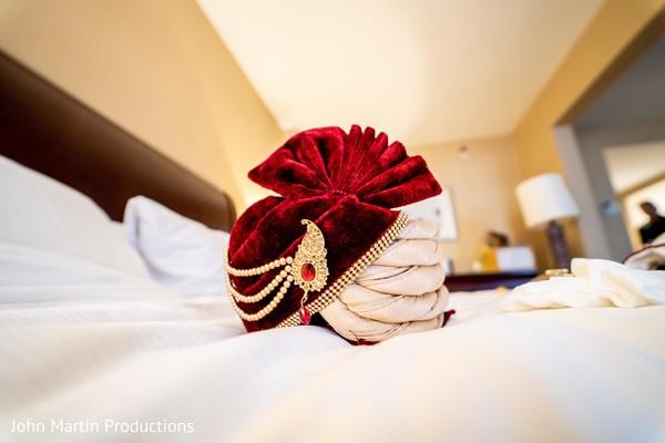 Elegant turban ready to be worn by our Rja.