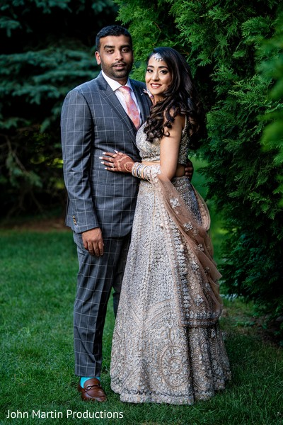 Look at the elegance of our Indian couple.