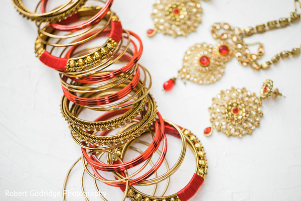 Fascinating Indian bride accessories for wedding ceremony