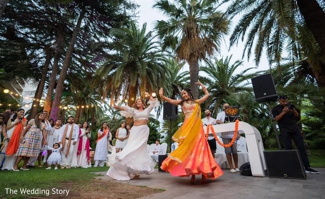 Incredible Indian pre-wedding dance capture.