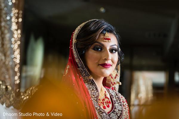 Dazzling indian bride ceremony style.