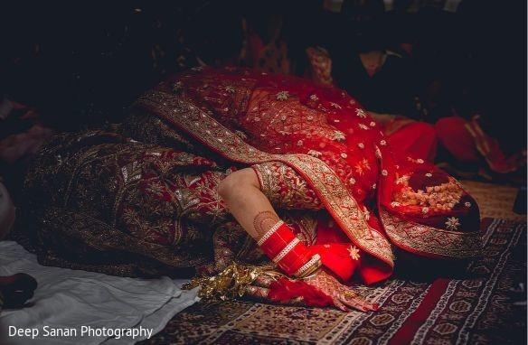 Bride wearing the saree.