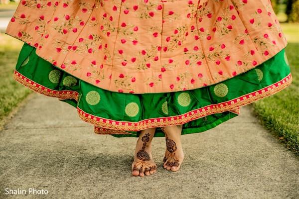 Incredible capture of Indian bridal mehndi.