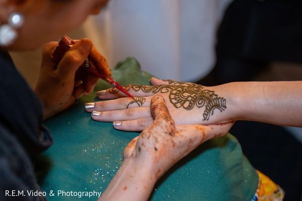 Take a look at this incredible mehndi artis working bridal hands.