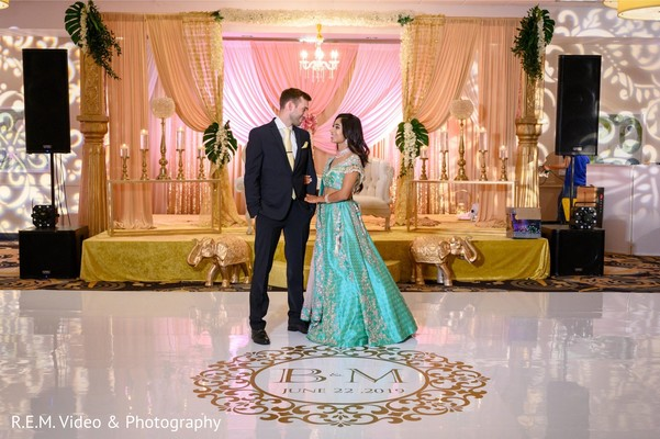 Insanely beautiful indian couples reception photo session.