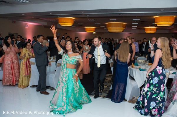 Phenomenal Indian reception dance photography.