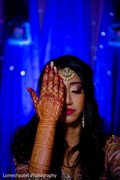 Beautiful Maharani showing her mehndi.