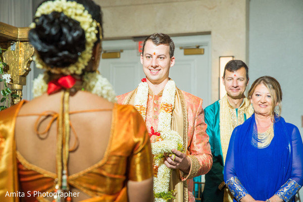 The way the groom looks at his maharani.
