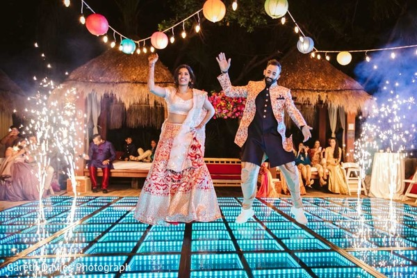 Incredible Indian couple dancing capture.
